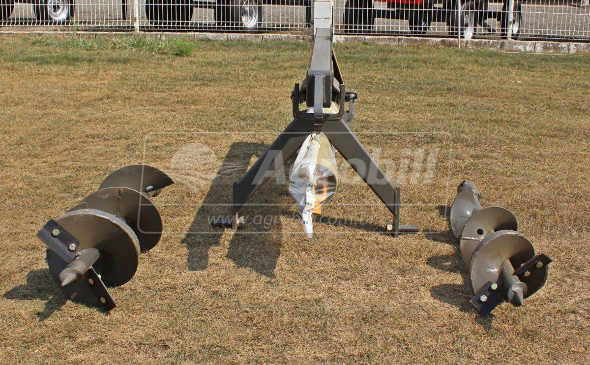 Perfurador de Solo PSOAL com Broca de 12″ e 18″ – Almeida > Novo - Perfurador de Solo - Almeida - Agrobill - Tratores, Implementos Agrícolas, Pneus