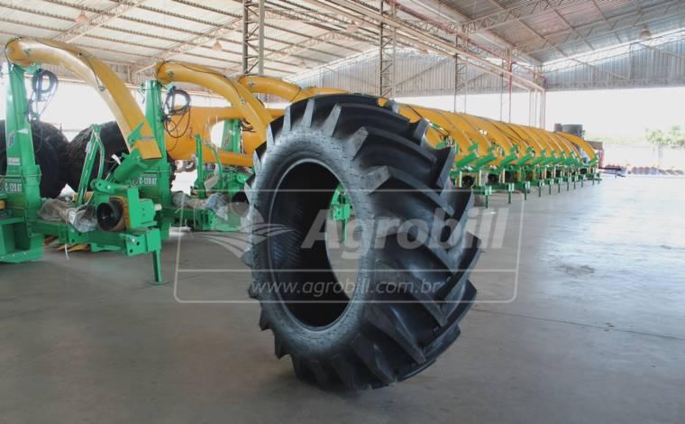 Pneu 14.9×28 / 08 Lonas – Vantage – TM 93 > Novo - 14.9x28 - Pirelli - Agrobill - Tratores, Implementos Agrícolas, Pneus