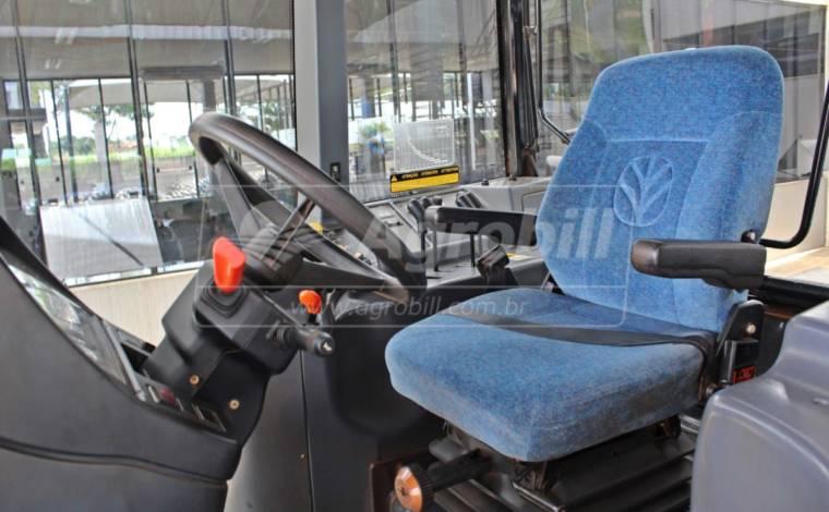 New Holland 7040 4×4 cambio SPS ano 2013 c/ pneus Radial Trelleborg - Tratores - New Holland - Agrobill - Tratores, Implementos Agrícolas, Pneus