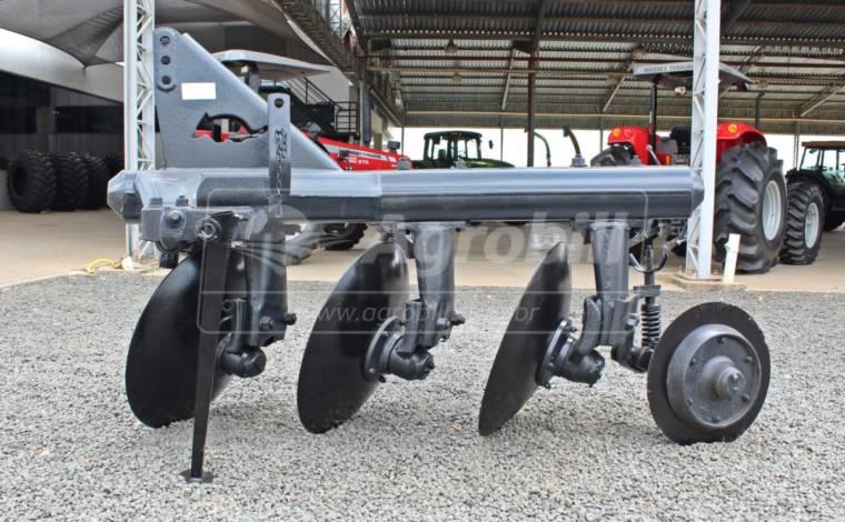 Arado Fixo 3 Discos – Tatu > Usado - Arado de Discos e Aivecas - Tatu Marchesan - Agrobill - Tratores, Implementos Agrícolas, Pneus