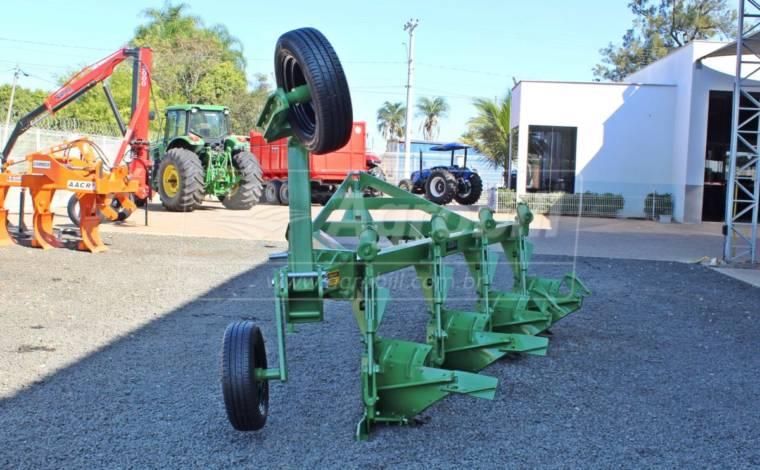 Arado de Aivecas Deslocado MFD 4 PMHD – Ikeda > Novo - Arado de Discos e Aivecas - Ikeda - Agrobill - Tratores, Implementos Agrícolas, Pneus