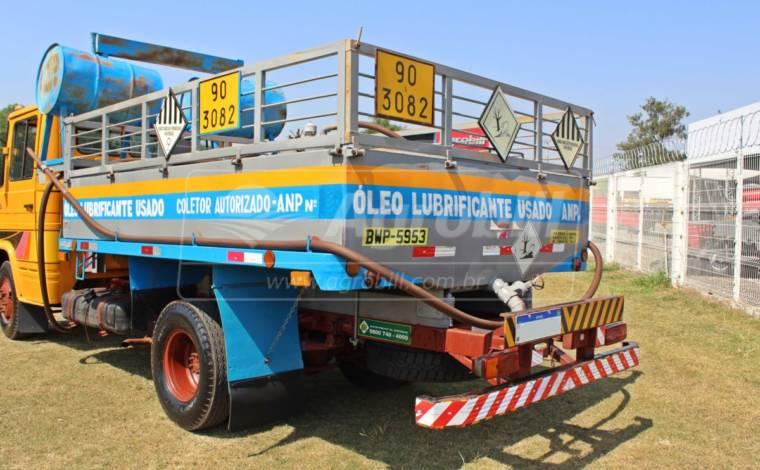 Tanque p/ coleta de óleo capacidade 4.000 lts > Usado - Caminhões - Personalizado - Agrobill - Tratores, Implementos Agrícolas, Pneus