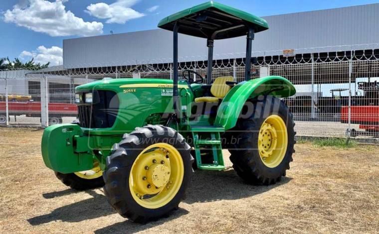 John Deere 5055 E 4×4 ano 2015 c/ 1904 horas de uso - Tratores - John Deere - Agrobill - Tratores, Implementos Agrícolas, Pneus