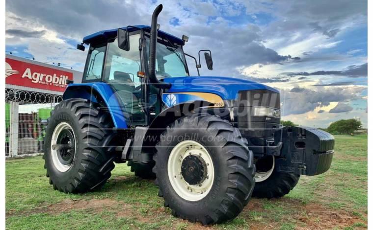 Trator New Holland TM 7040 4×4 ano 2013 cambio SPS de Lavoura de Grãos - Tratores - New Holland - Agrobill - Tratores, Implementos Agrícolas, Pneus