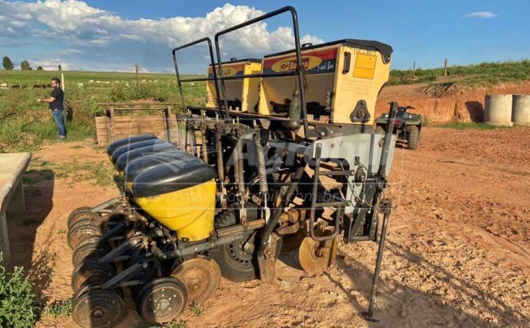 Plantadeira 5 Linhas – Baldan > Usada - Plantadeiras - Baldan - Agrobill - Tratores, Implementos Agrícolas, Pneus
