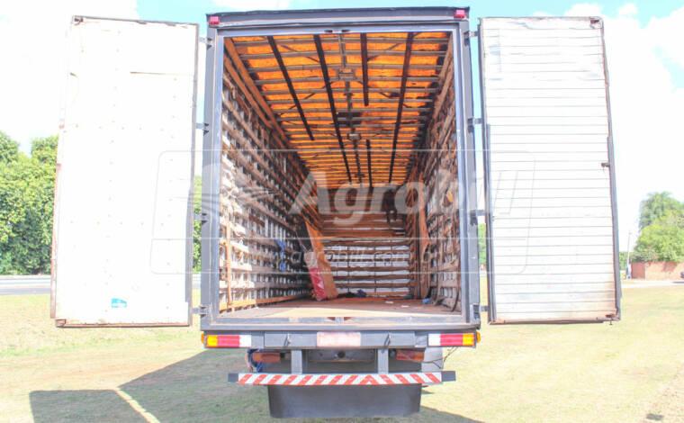 Usado / Baú nas medidas 10,5 x 3,1 Altura x 2,6 Largura > Usado - Baú - Londrina - Agrobill - Tratores, Implementos Agrícolas, Pneus