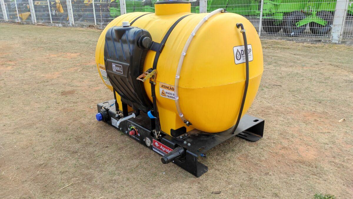 Aplicador Inoculante p/ Plantadeiras 600 L Elétrico / com Duas Bombas – Drop > Novo - Aplicador de Inoculante para Colhedora de Forragens - Drop - Agrobill - Tratores, Implementos Agrícolas, Pneus