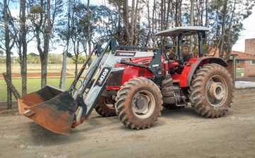 Trator MASSEY 6711 4×4 ano 2018 c/ 850 horas SEMI NOVO c/ Conjunto de Concha Autonivelante ! - Tratores - Massey Ferguson - Agrobill - Tratores, Implementos Agrícolas, Pneus