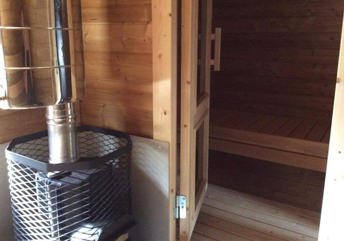 sauna-oeuf-interieur-poele