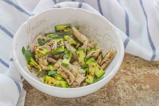 Paso 2 farro ensalada, atún y verduras