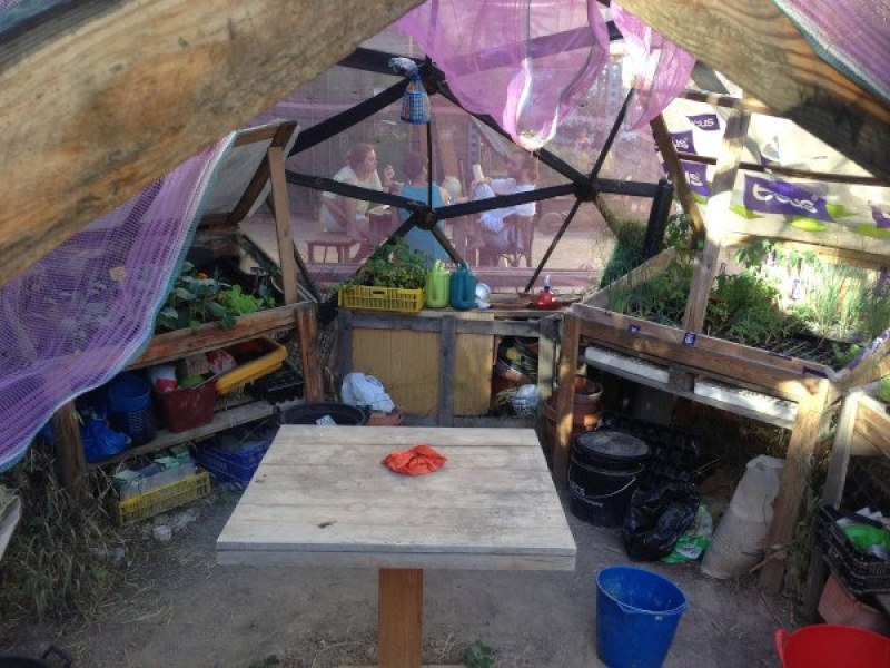 Perspectiva del interior de la cúpula-invernadero en Esta es una Plaza, en Lavapiés