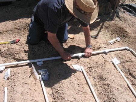 Instalación de un sistema de riego por goteo de pvc.