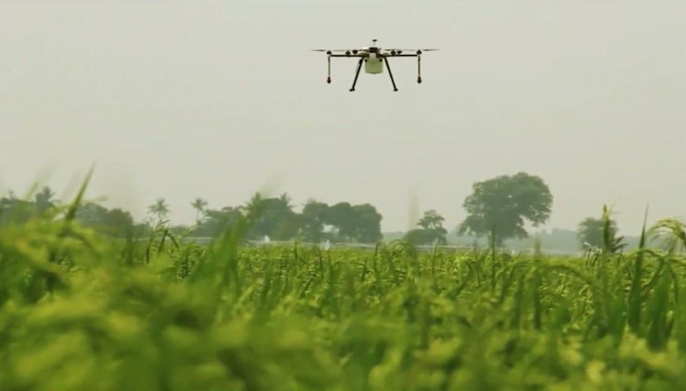 drone penyemprot pertanian