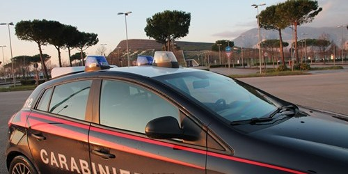 Nola, 14enne aggredisce i carabinieri