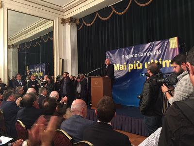 de_luca_napoli_candidatura_primarie_1