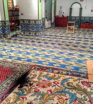 Tappeto-bruciato-moschea-300x336