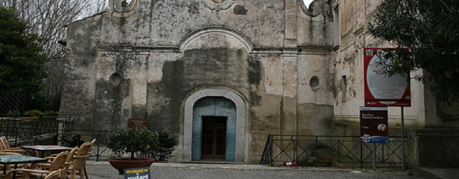 piazza-basilica-paestum