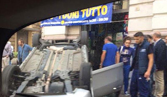 Incidente_Via_Roma_auto_ribaltata_2