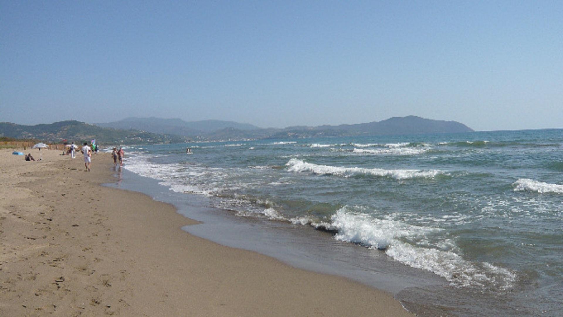 Matrimonio Spiaggia Paestum : Paestum turisti stranieri derubati in spiaggia a licinella