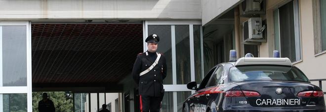 SAL - 30 05 2013 Battipaglia  Nella foto Carabinieri davanti al pronto soccorso dell'ospedale di Battipaglia Foto Tanopress