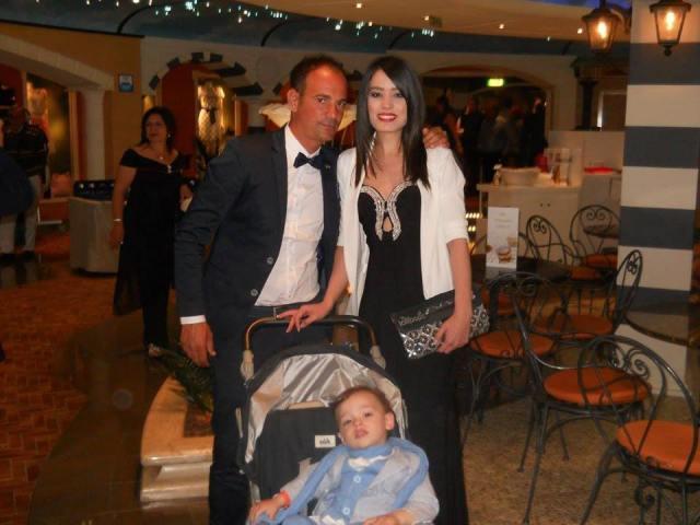 Emanuele Sicignano con la consorte Alessandra D'Orsi presentatrice della serata e il piccolo Gabriele
