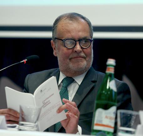 Il vicepresidente del Senato Roberto Calderoli (Lega Nord) durante il convegno Cisl ''La riforma Costituzionale per la democrazia, la crescita e lo sviluppo del Paese'', Roma, 11 luglio 2016. ANSA/ FABIO CAMPANA