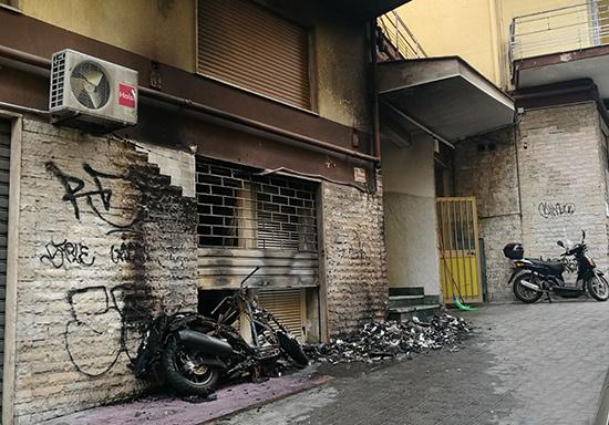 Incendio_Moto_deposito_Via_Gonzaga_1
