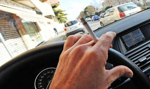 sigaretta-al-volante-e1506443045231
