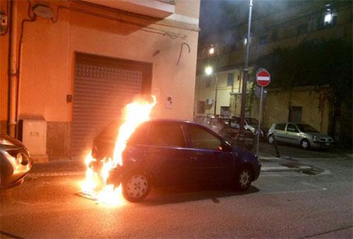 Auto_fiamme_Pontecagnano_2