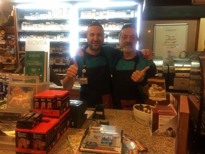 I gestori del bar dell'area di servizio Sala Consilina Est dove è stato venduto il biglietto vincente della Lotteria Italia da 5 milioni di euro. Sala Consilina (Salerno), 7 gennaio 2019. ANSA/ANGELO CERULO
