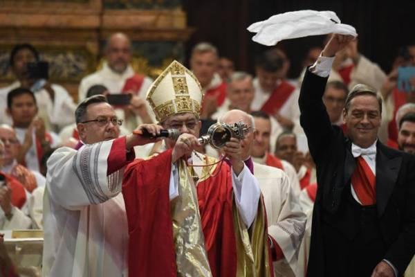 L'annuncio della liquefazione del sangue del miracolo di San Gennaro nella cattedrale, Napoli, 19 settembre 2018. ANSA/ CIRO FUSCO