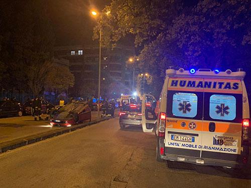 auto-ribaltata-incidente-ambulanza-notte-humanitas-4