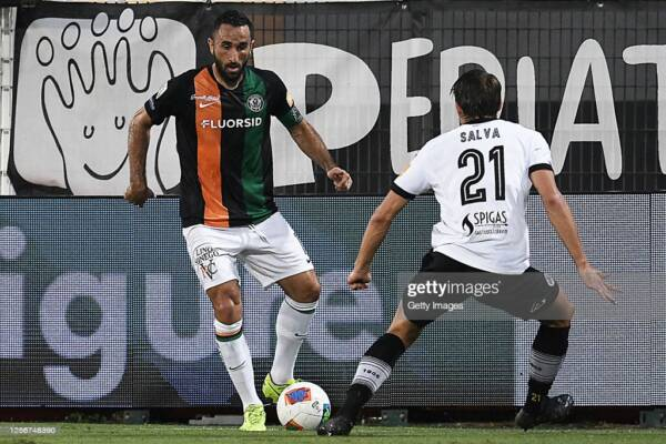 LA SPEZIA, ITALY - JULY 17: Cristian Molinaro of Venezia FC is challenged by Salva Ferrer of ASC Spezia during the Serie B match between ASC Spezia and Venezia FC at Stadio Alberto Picco on July 17, 2020 in La Spezia, Italy. (Photo by Getty Images/Getty Images)