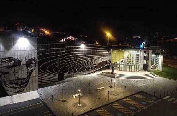 cine teatro illuminato