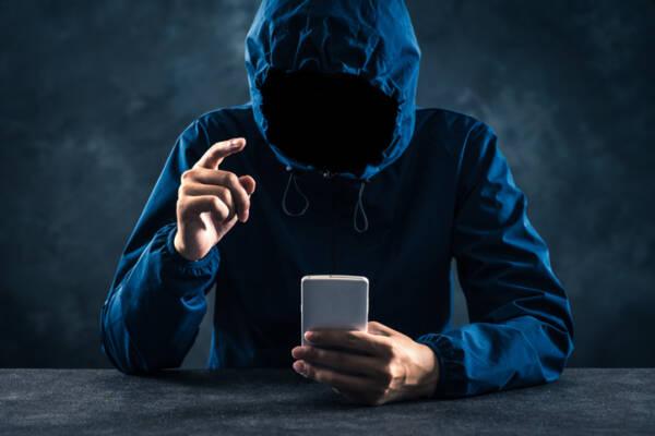 stalking-smartphone-GI-864900254 jpg
