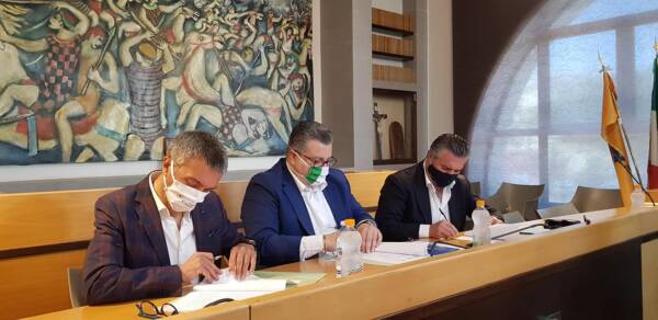 firma-protocollo-di-intesa-sindaci-da-sin-Spinelli-Coppola-Alfieri
