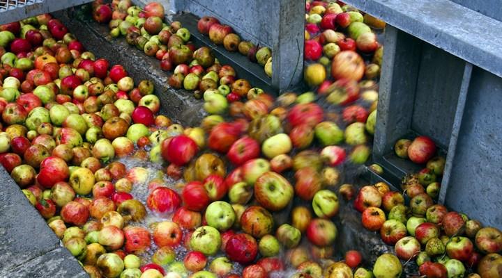 Lavar con bicarbonato de sodio es el método más efectivo para eliminar los residuos de pesticidas en las frutas