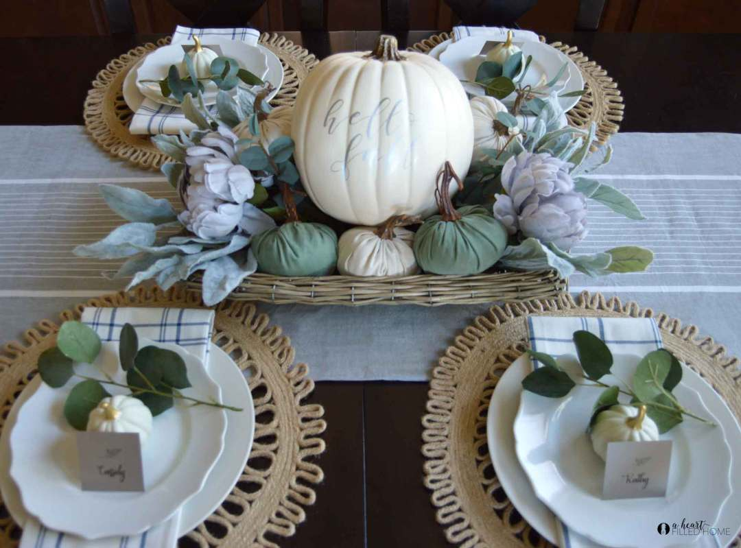 These are some beautiful free printable place cards! Perfect for Thanksgiving!