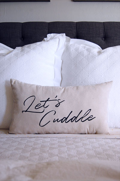 Let's Cuddle- A super simple DIY pillow tutorial.