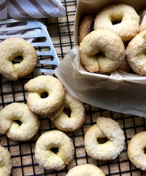 einkorn flour cookies with olive oil & wine
