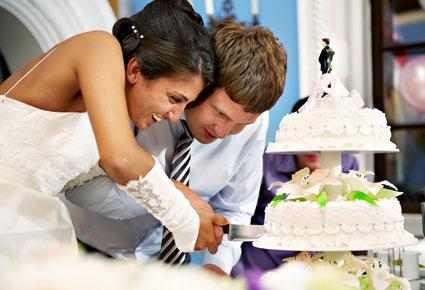 أتيكيت قطع الكيك في يوم الزفاف