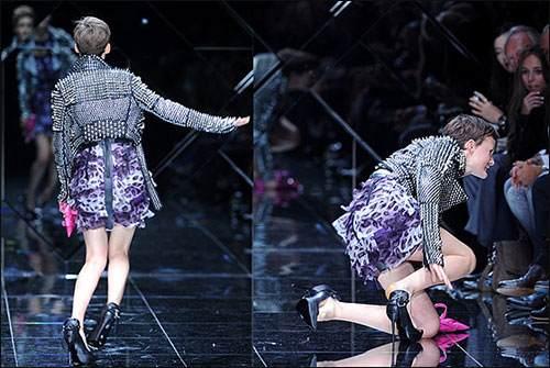 فيديو سقطات محرجه لعارضات الأزياء