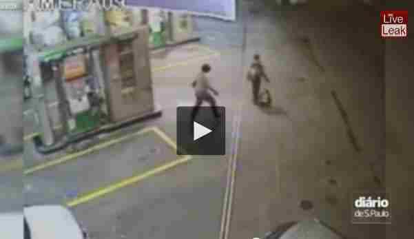 بالفيديو سارق ينقذ حياة مدني في عملية سطو