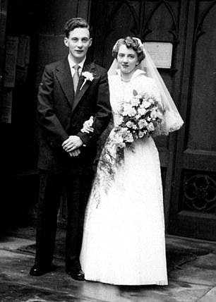 جمعهما الحب مرة أخرى بعد طلاق دام 35 سنة