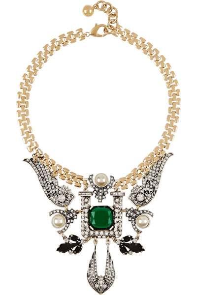 قلادة ذهبية فاخرة للسهرة مرصعة بحلي كبيرة يتوسطها فص أخضر من توقيع لولو فروست  Lulu Frost.