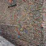 تعرف معنا على جدار العلكة أقذر معالم السياحة في امريكا !!