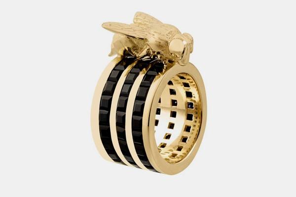 خاتم مصمم على شكل نحلة