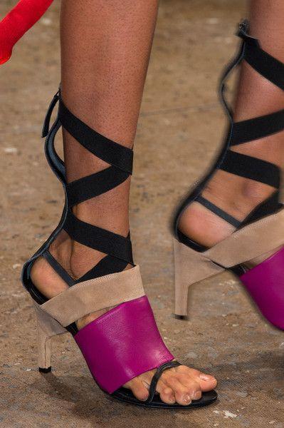 مجموعة احذية من اسبوع الموضة