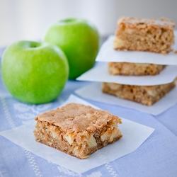براونيز التفاح طبق خفيف و لذيذ من مطبخ احلى عالم