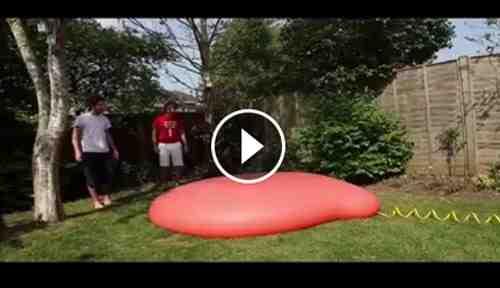 فيديو لحظة انفجار بالون بالعرض البطيء